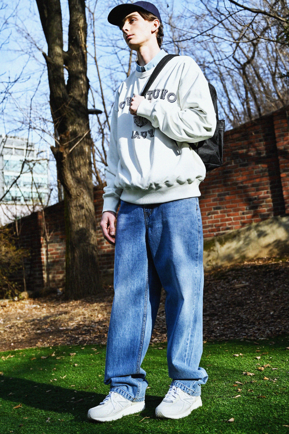 긴팔 티셔츠 모델 착용 이미지-S1L10